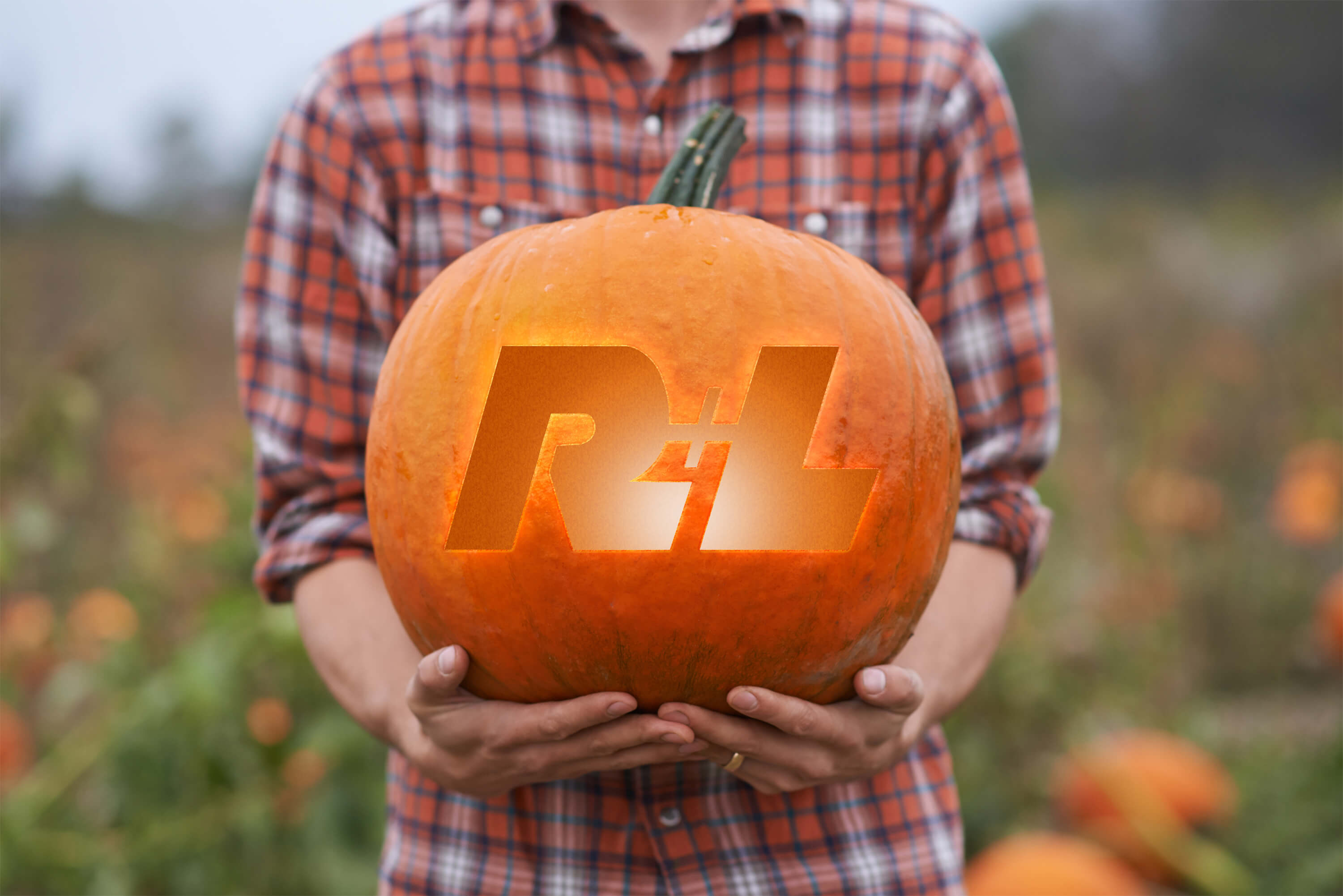 We've created a stencil for you to carve out a R+L Carriers logo or truck on your pumpkin!